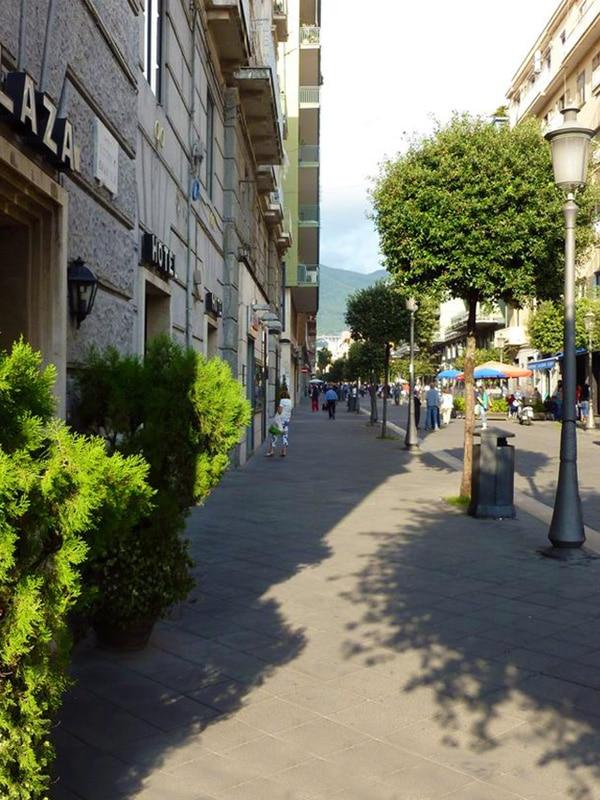 Inizio di Corso Vittorio Emanuele a Salerno, vicino alla Stazione centrale