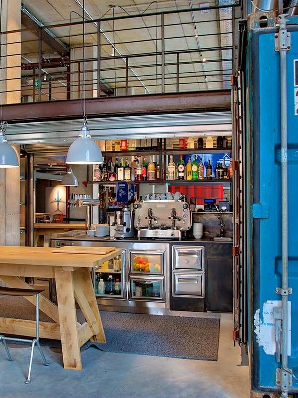 Il bar dell'Ostello Anda Venice, vicino la stazione di Venezia Mestre