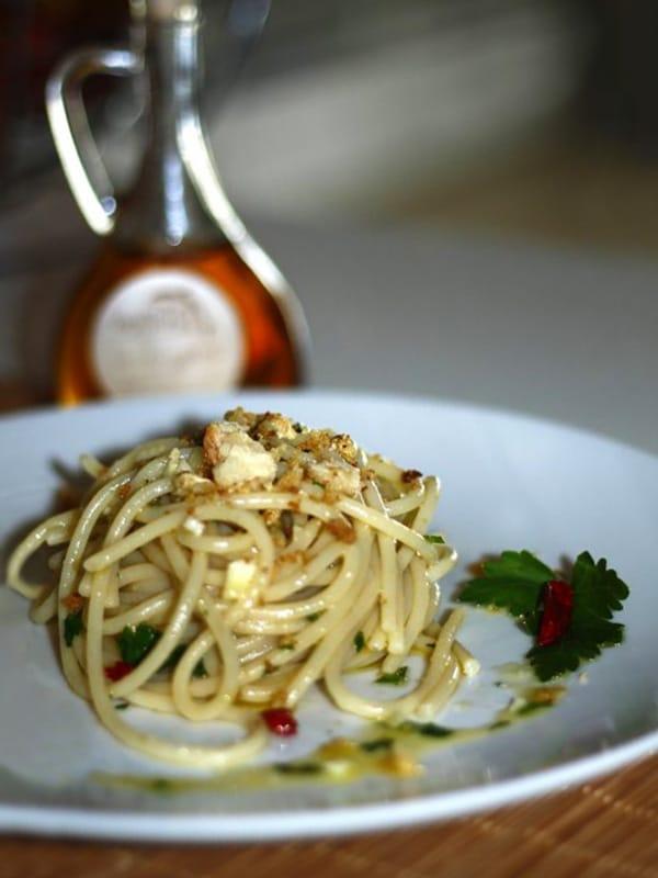 Piatto di spaghetti con colatura di alici di Cetara
