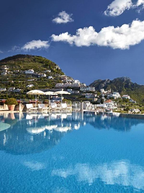 Dettaglio della piscina a sfioro del Belmond Hotel Caruso a Ravello