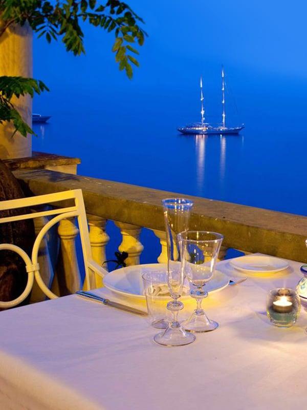 Tavolo con vista sul mare a Villa TreVille a Positano