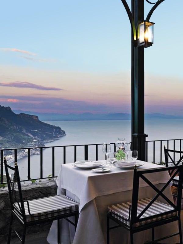 Vista dal ristorante sulla terrazza del Palazzo Avino a Ravello in Costiera Amalfitana