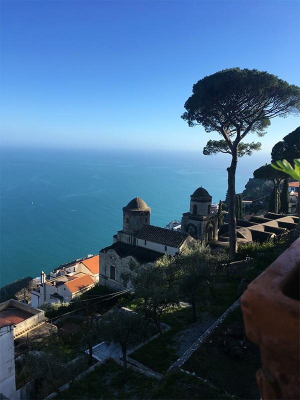 Panorama mozzafiato dalla terrazza di Villa Rufolo a Ravello