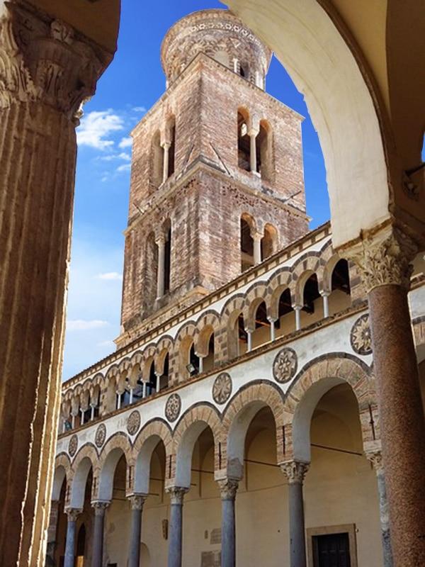 Veduta del campanile del Duomo di Salerno dal chiostro della Cattedrale dedicata a San Matteo
