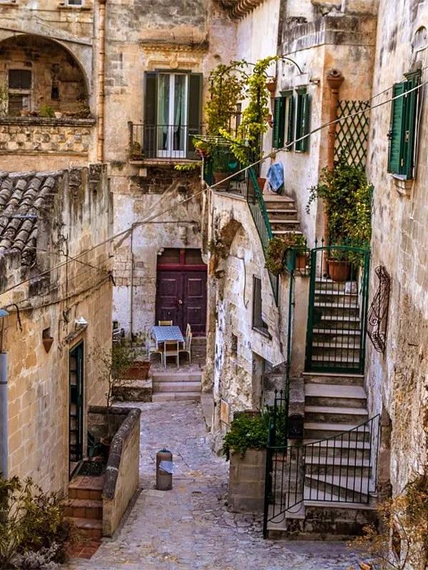 Dettaglio di un vicolo di Matera, borgo incantevole del sud Italia.