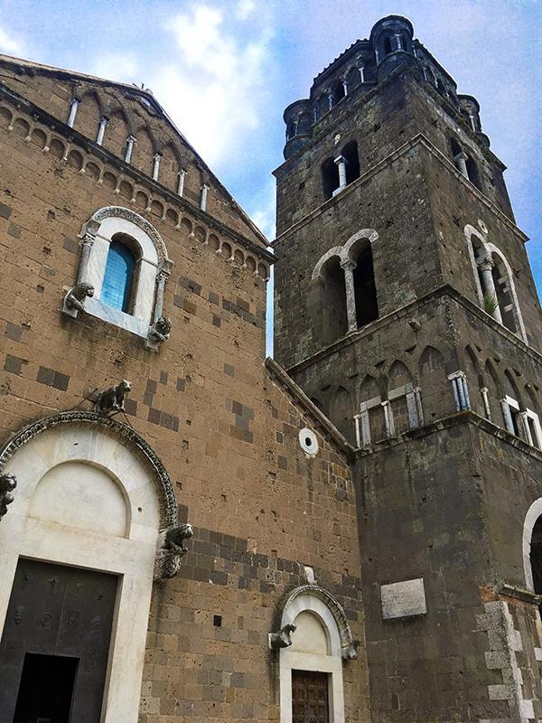 Dettaglio frontale del Duomo di Caserta Vecchia con accanto il maestoso campanile