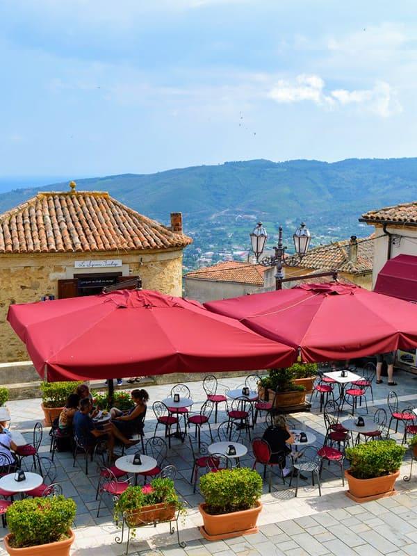 Piazza 10 Ottobre 1123, delle Poste di Benvenuti al Sud, nel cuore del borgo di Castellabate