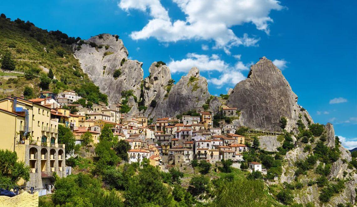 copertina vista panoramica su Castelmezzano