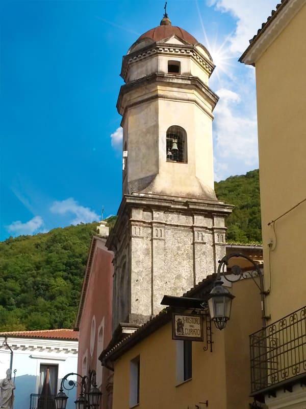 Maratea, la città delle 44 chiese per la presenza di numerosi luoghi di culto.