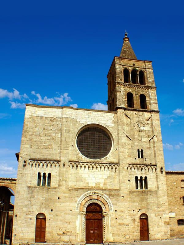 Chiesa di San Michele Arcangelo, nel centro del borgo di Bevagna a Perugia