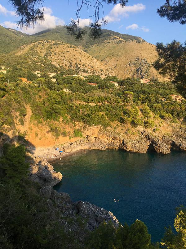 Vista panoramica di un'insenatura di Acquafredda di Maratea.