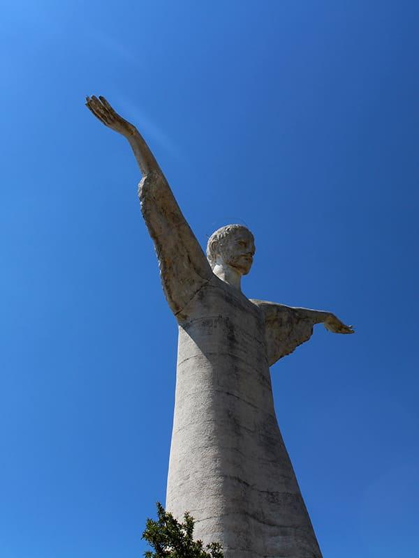 L'iconica e smisurata statua del Cristo di Maratea, la perla del Tirreno.