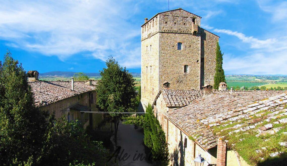 Scorcio di un vicolo medievale del borgo di Sovicille, Siena